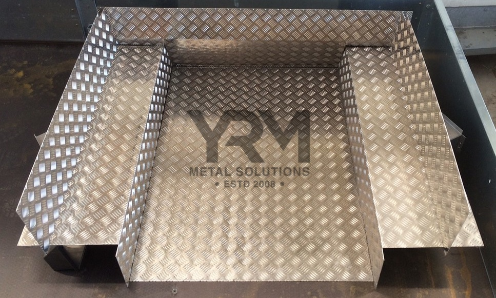 Chequer Plate Rear Tub Liner Kit Lr Defender 90 Yrm