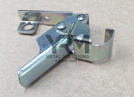 Defender Seat Box Lid Clasp Mrc8388 Yrm Metal Solutions